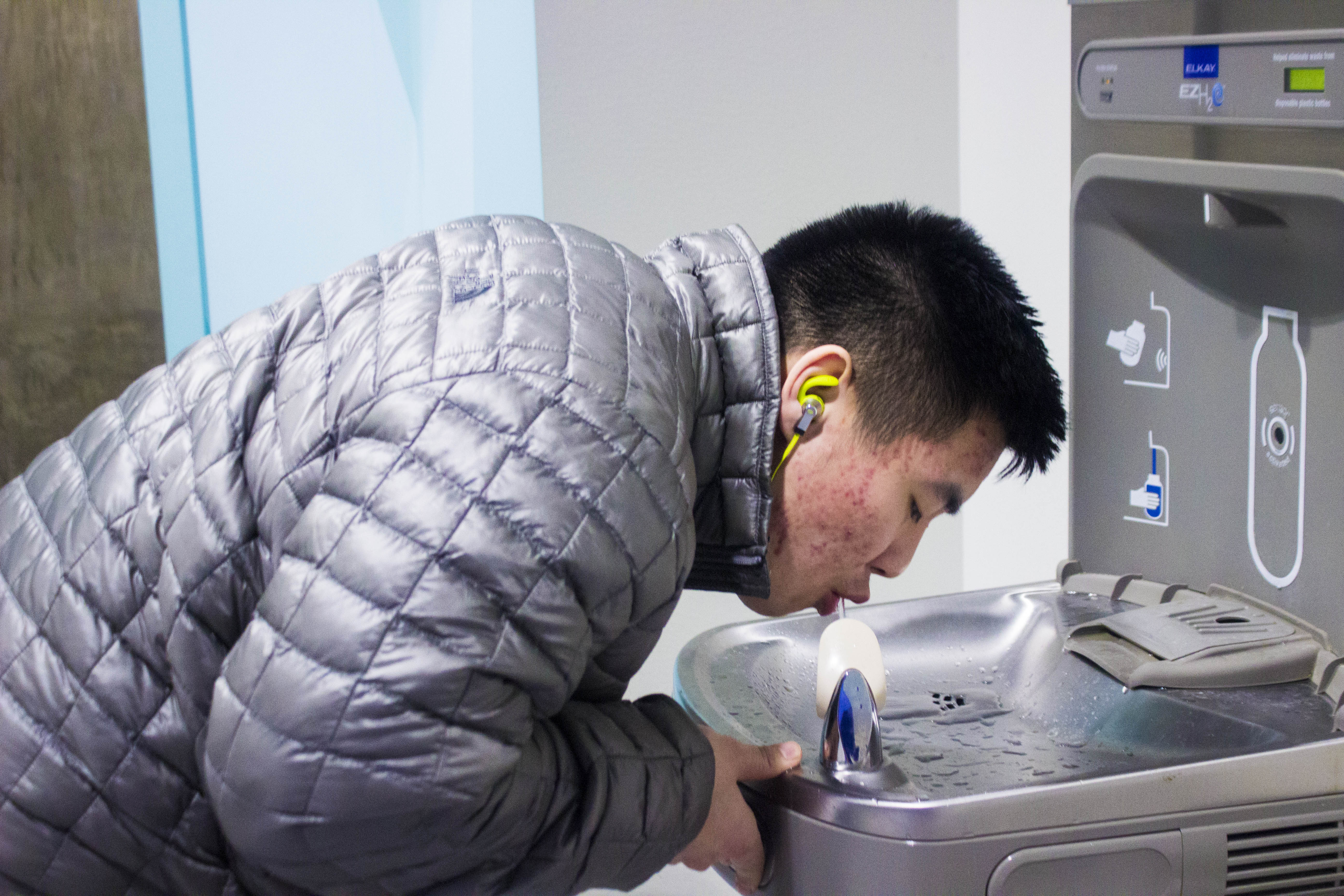 Freshman Moses Sohn drinks water from the water fountain that's located next to Dine 49. - Zayn Roohi / Photo Editor